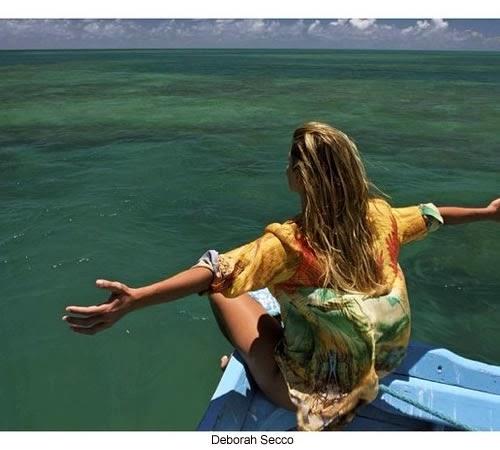 Deborah Secco impreionante en un kayak