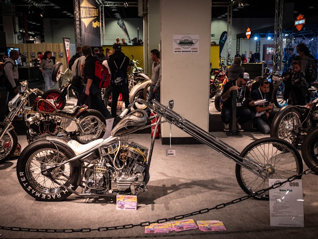 """Sika Garage, de Finlandia, contribuye con nuestra primera chopper, llamada """"El Santo""""."""