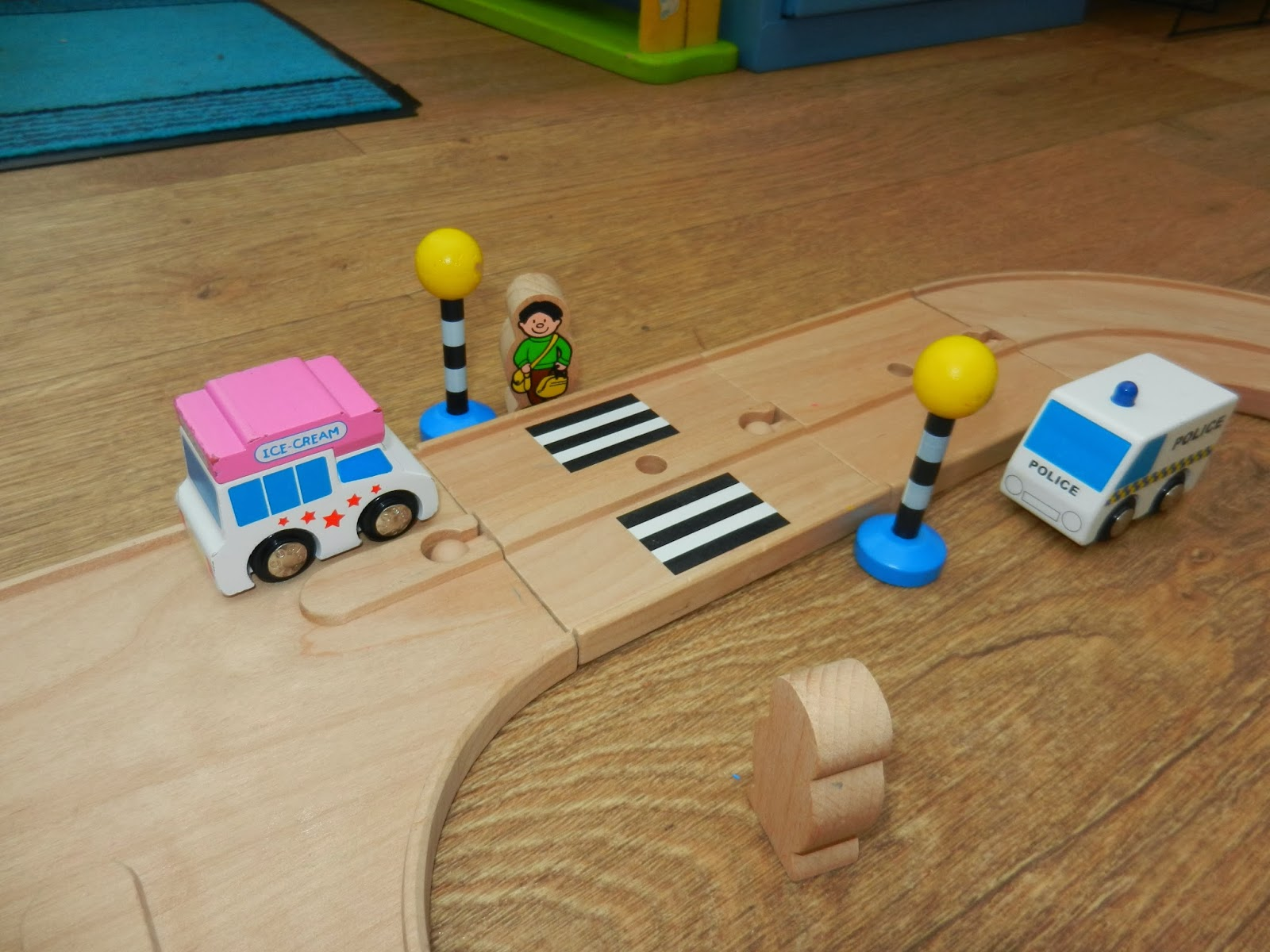 TEACHING ROAD SAFETY THROUGH PLAY! - Worms Eye View