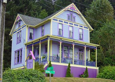warna cat rumah bagian luar Magical purple
