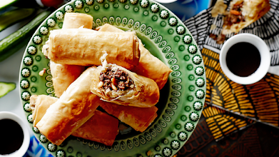 Filo pastries filled with spiced mince and pine nuts znoud el-sit