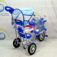family boncengan sepeda roda tiga