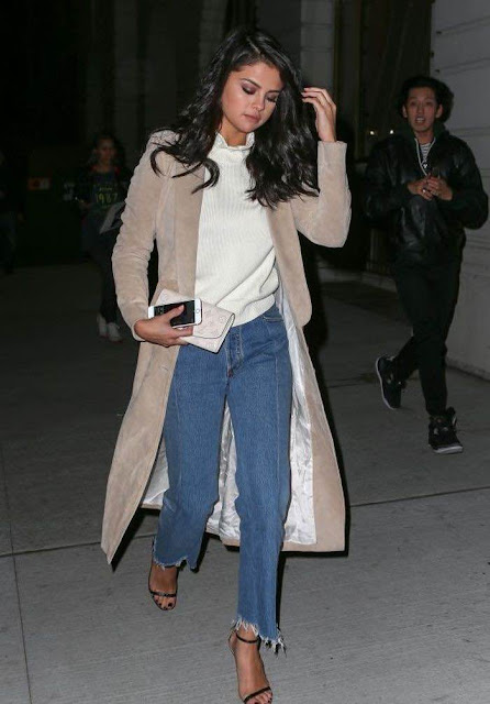 #TRENDYFRIDAY-JEANS-DESFLECADOS-Selena-Gomez