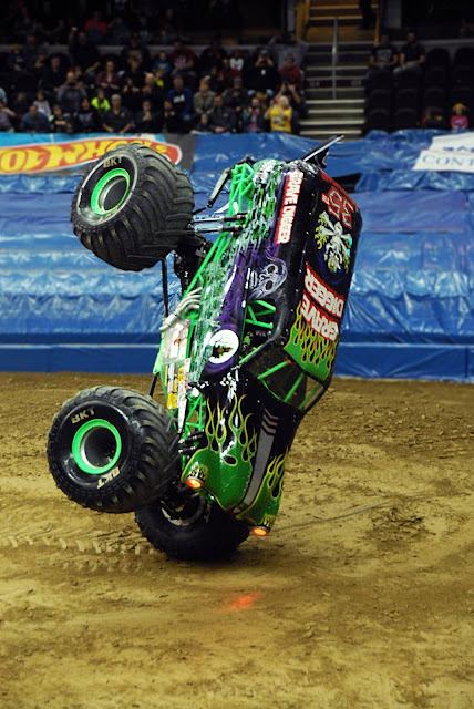 Monster Jam Triple Threat in CLE | Grave Digger