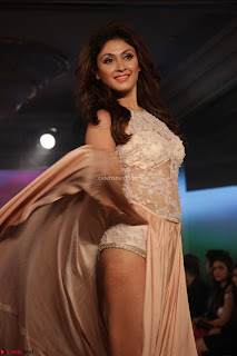Manjari Phadnis Walks the Ramp At Designer Nidhi Munim Summer Collection Fashion Week (14).JPG