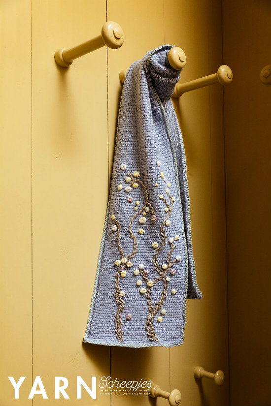 Almond blossom scarf, by Miss Neriss (photo by Scheepjes) | Happy in Red
