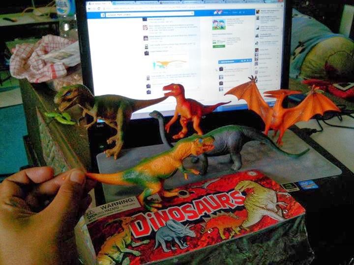 Figurine Dinosaurus produksi Cina