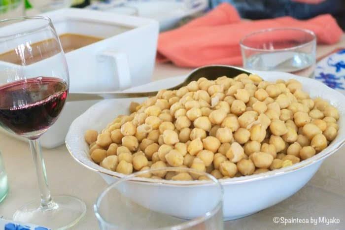 スープの旨味が凝縮されたコシード・マドリレーニョのひよこ豆