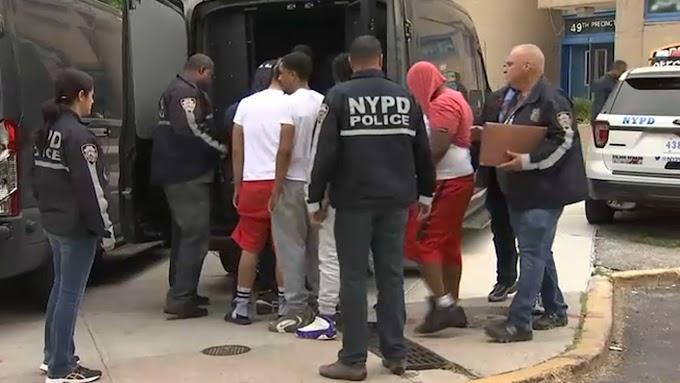 Veinte pandilleros arrestados en El Bronx y acusados de asesinato, drogas y armas