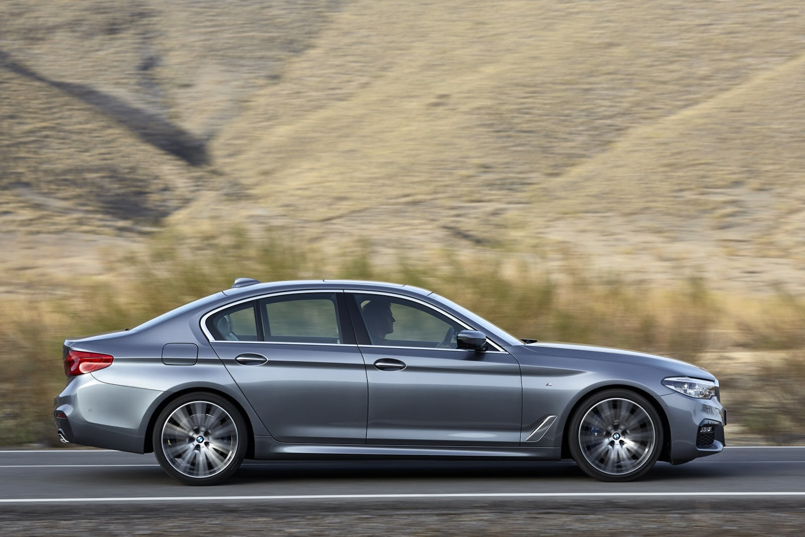 2017-BMW-5-Series-40.jpg