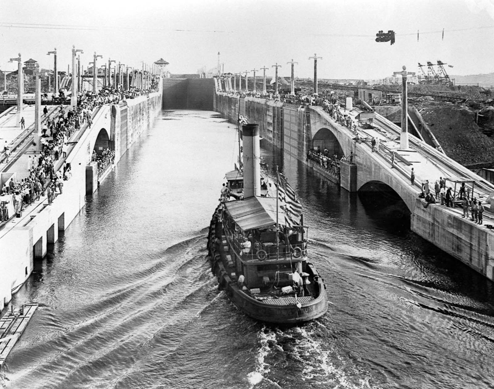 The tugboat U.S. Gaton is the first to traverse the Gatun Locks. 1913.
