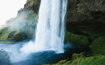 Wallpaper: Natural Waterfall in Iceland