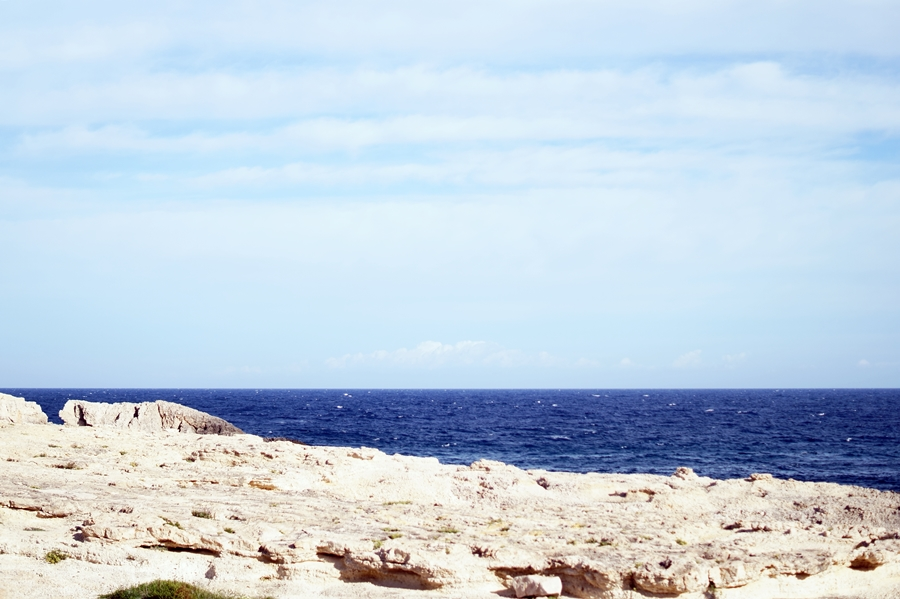 Blog + Fotografie by it's me! - fim.works - Ibiza, Portinatx - Blick über das Meer