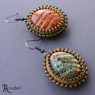 оригинальные серьги с керамическим кабошонами оранжевых зеленых охристых цветов