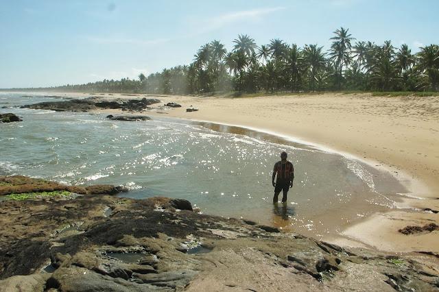 Caminhada entre Imbassaí e Praia do Forte