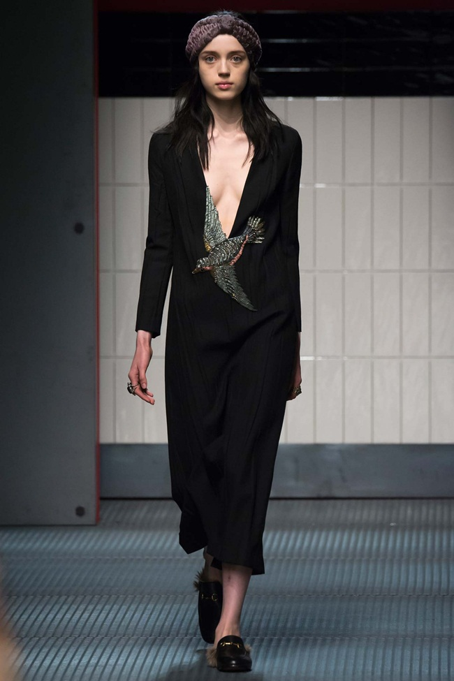 Gucci 2015 AW Black Bird-Embroidery Silk Gown on Runway