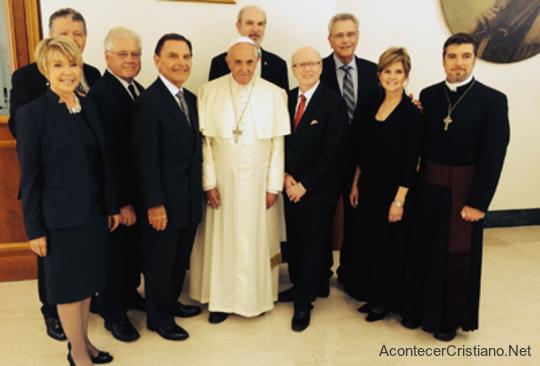 Kenneth Copeland  y líderes del movimiento carismático con el Papa Francisco