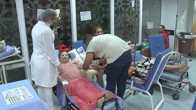 UPA de Ceilândia atende pacientes em saguão de espera um mês após adotar modelo do Hospital de Base