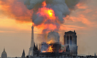 Παναγία των Παρισίων: Μια γυναίκα είδε το περίγραμμα του Χριστού στις φλόγες