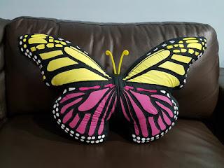 bantal kupu-kupu cantik