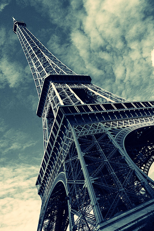 cute eiffel tower twitter background