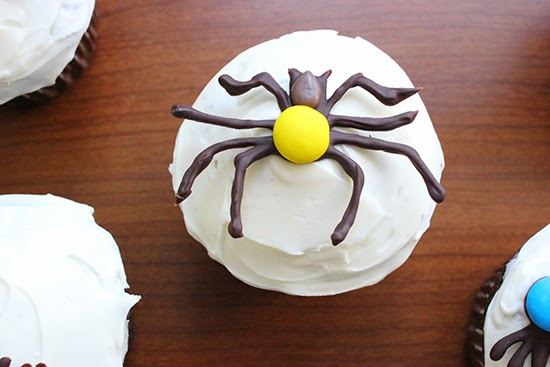 Chocolate M&M Spider Cupcake Decorating Inspiration