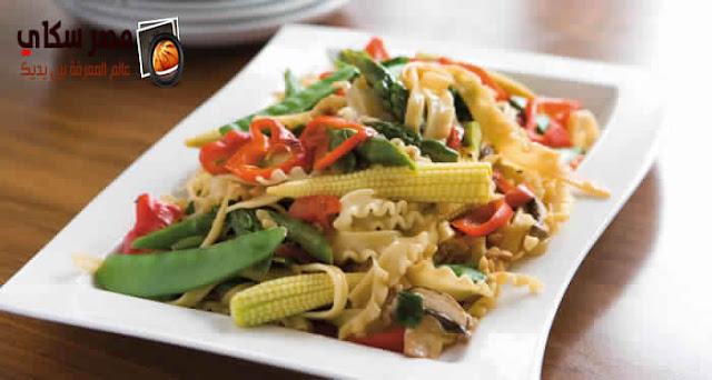 خطوات عمل المكرونة بالخضار والأعشاب بالصورMacaroni with vegetables