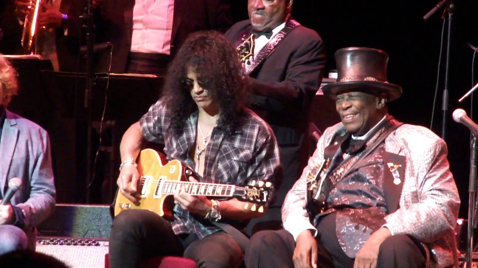 "Slash, Ron Wood and more performing ""The Thrill Is Gone"" with B.B. King"