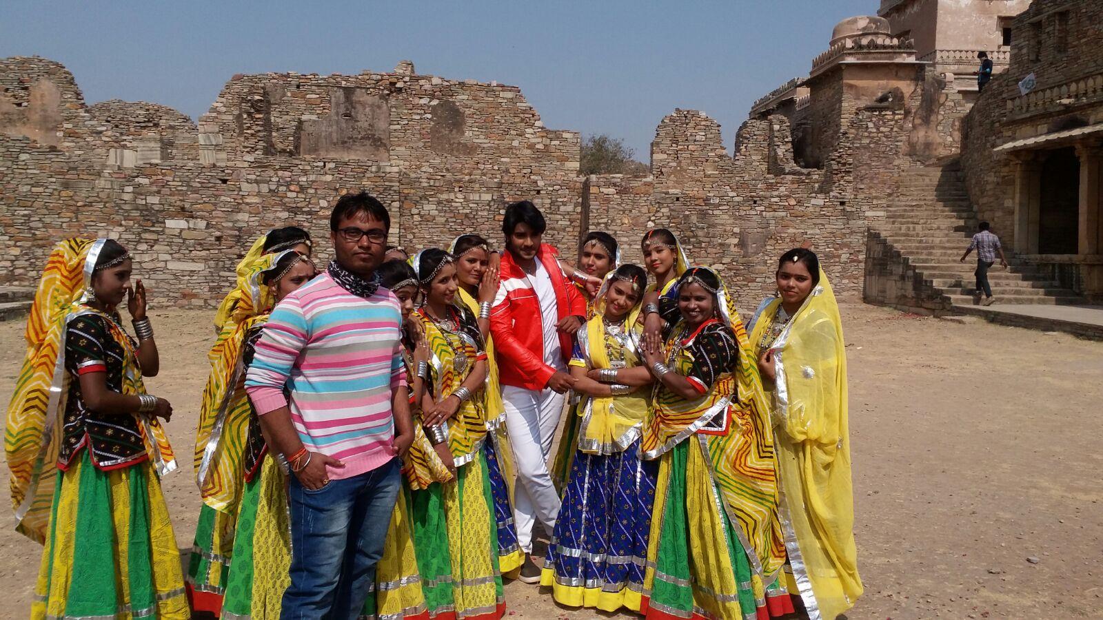 Pradeep Pandey 'Chintu', Priyanka Pandit ON Set of Deewane Bhojpuri Film Shooting photo