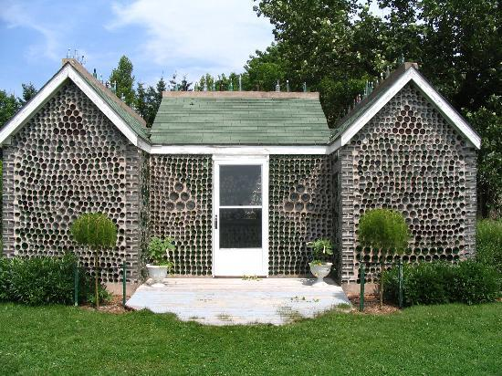 PLASTIC BOTTLE HOUSE - how to construct a house with plastic bottles