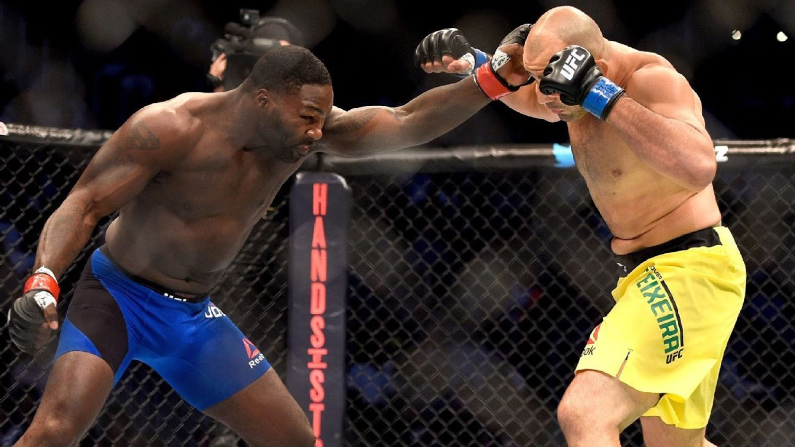 ANTHONY RUMBLE JOHNSON VS. GLOVER TEIXEIRA 6