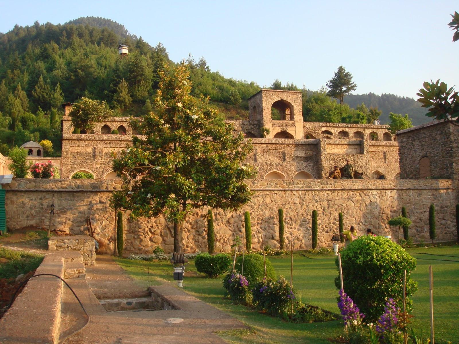 The Amazing World : Pari Mahal (The Angels Abode), Dal Lake ...