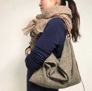 ウールとレザーのバッグ