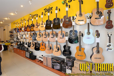 Tiệm bán đàn guitar tại đường Lý Thường Kiệt, Tphcm
