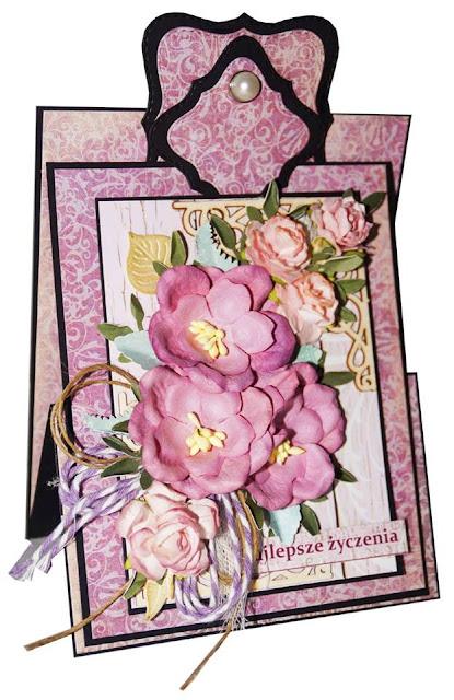kartka ozdobiona kompozycją kwiatową