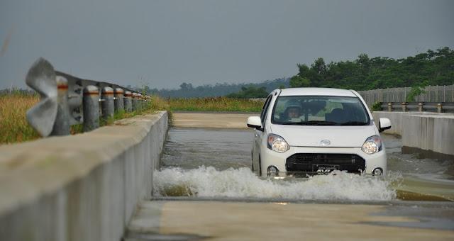 tes banjir Daihatsu