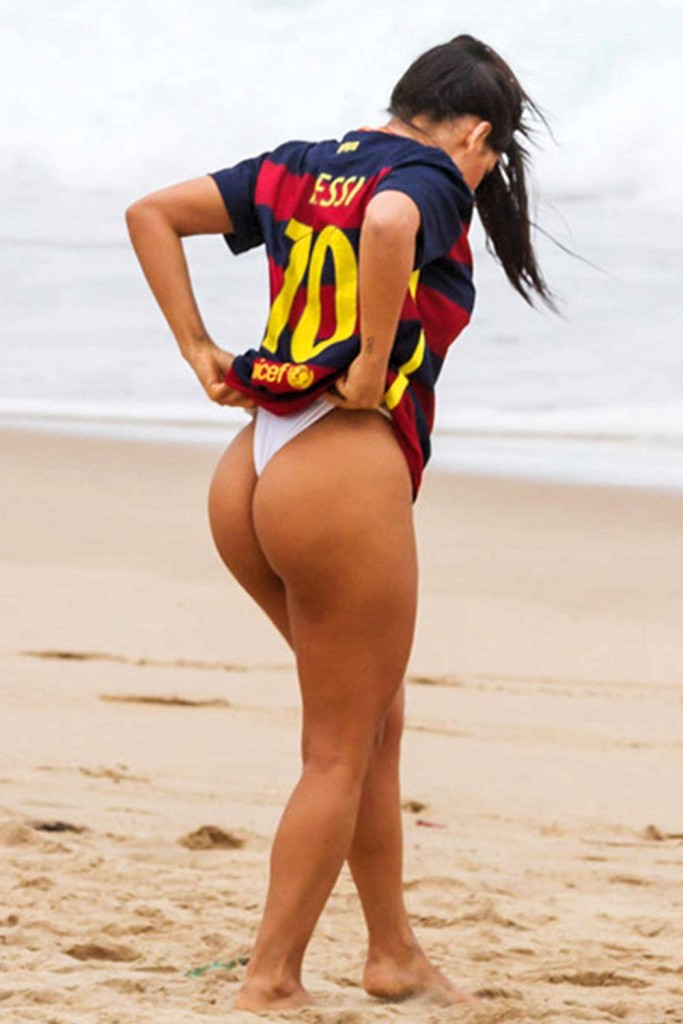 2 Messi blocks Miss BumBum Brazil on IG for sending him pictures of her butt
