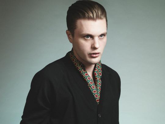 7d27b5625 Um novo rosto na nova campanha da PRADA, o ator Michael Pitt,estrela a nova  coleção Primavera / Verão 2012 para homens da badalada grife PRADA.