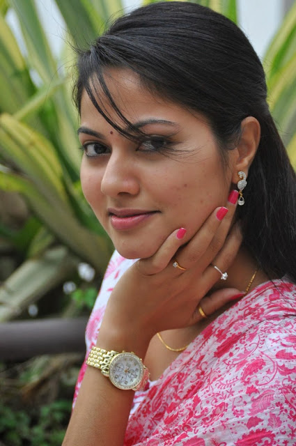 Suhasini Hot Hd Wallpapers - High Resolution Pictures-5190