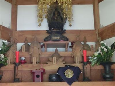 城願寺七騎堂