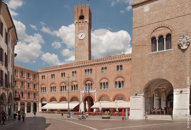Piazza dei Signori Treviso viaje Italia