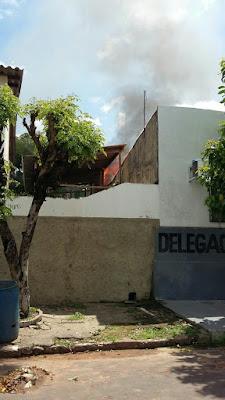 PRESOS INCENDEIAM CELAS DA DELEGACIA DE LAGO DA PEDRA, MA