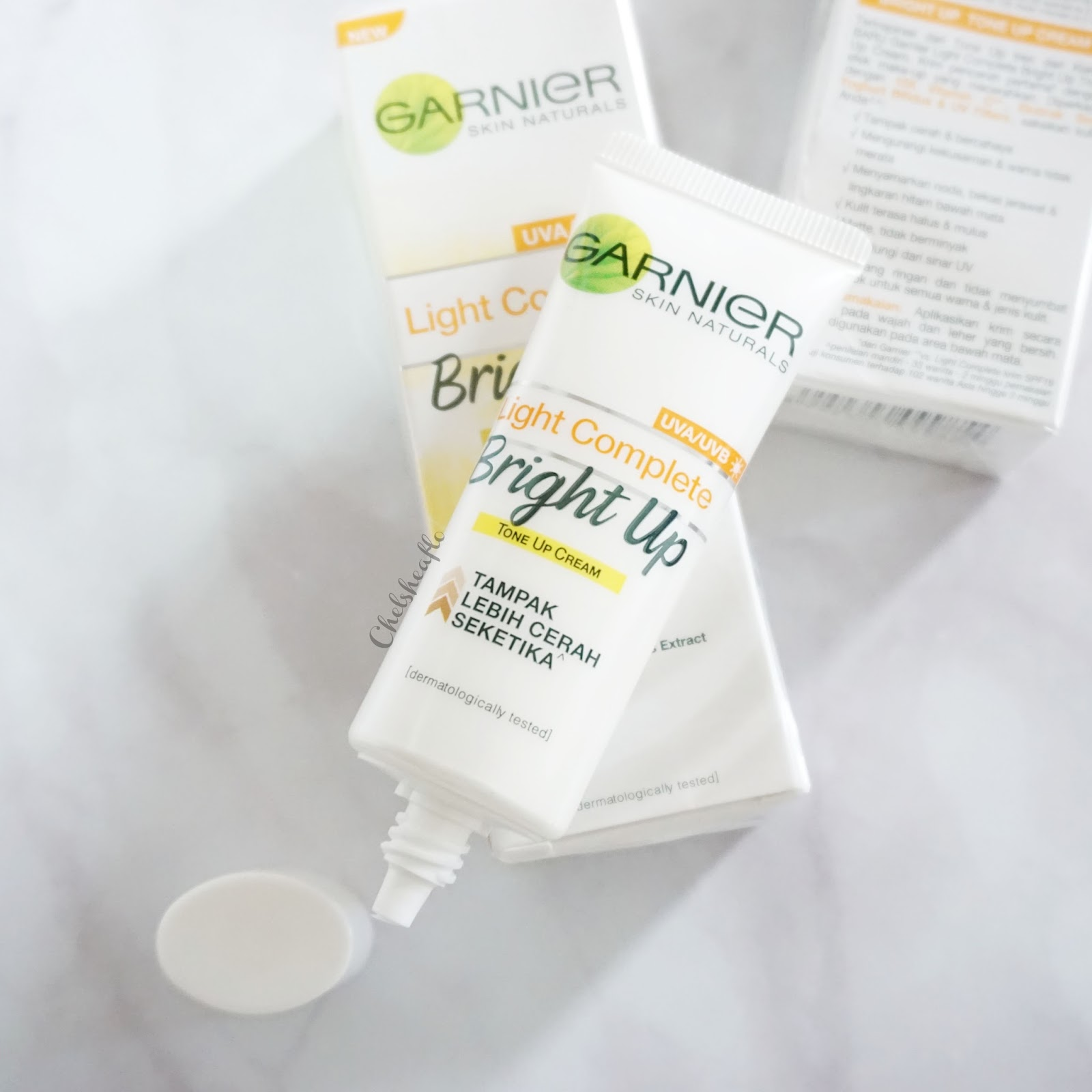 Review Garnier Light Complete Bright Up Tone Cream Cosmetics 15 Ml Apply Sufficient Amount Of The Onto Face As Moisturizer Before Applying Makeup