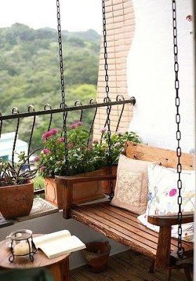 Inspiração para cantinho zen com banco balanço em madeira rústica