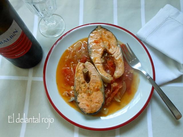 456.- Salmón con tomates