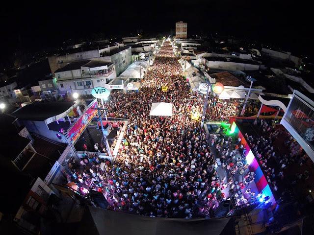 Bloco Rasgadinho bate recorde de público em Aracaju
