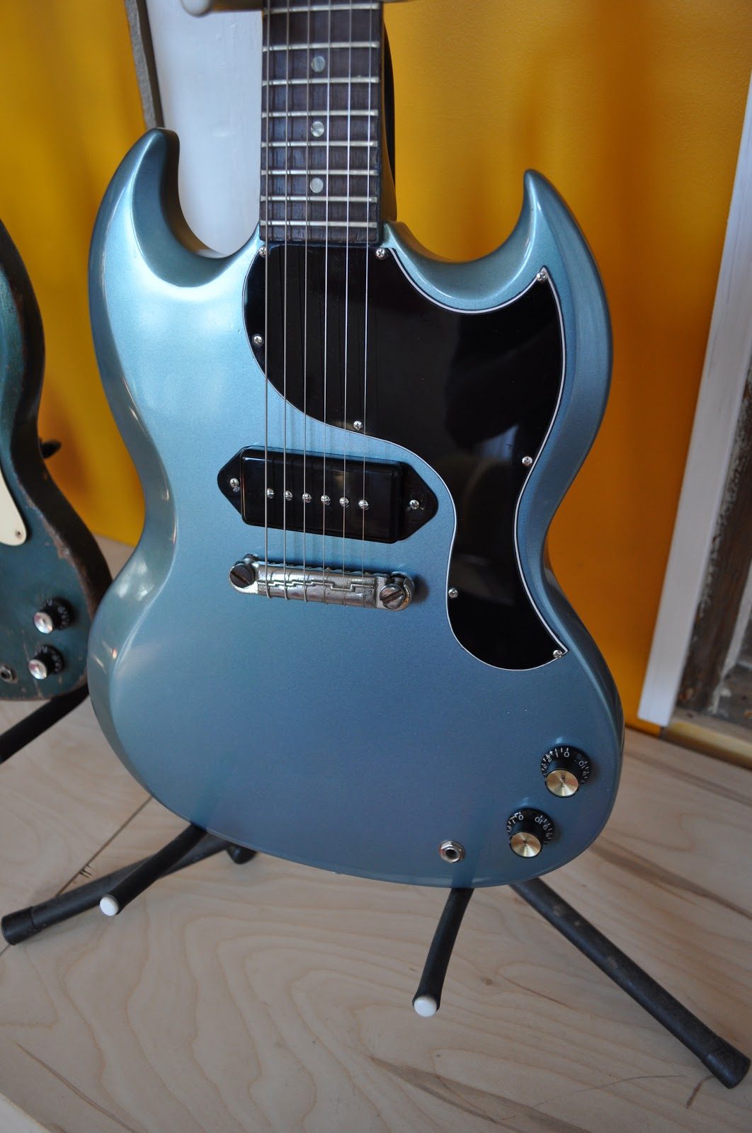 hight resolution of  repro knobs and pots and currently has a gfs p 90 pickup though i may switch in a 64 gibson p 90 once i find a cover that fits it correctly
