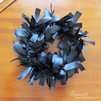 Black ribbon wreath - DIY tutorial
