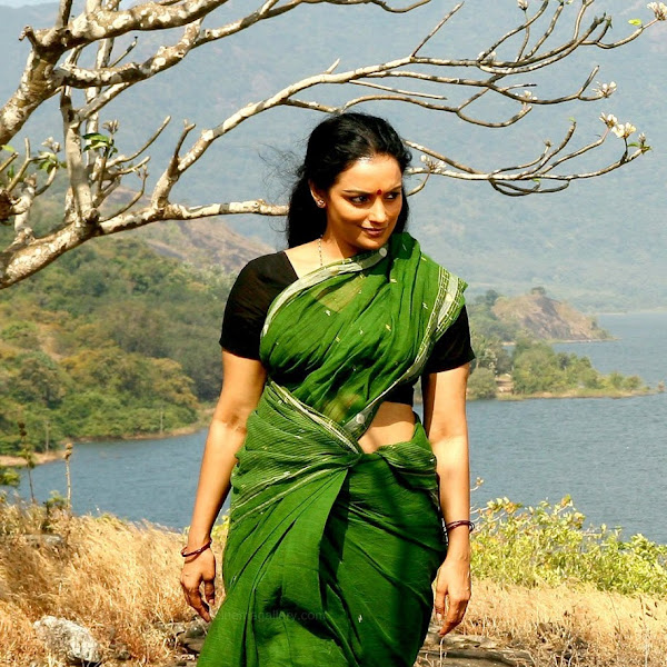 Shwetha Menon hot navels how photos in saree