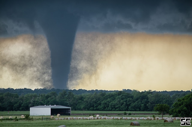 Extreme Weather on Earth: Dangerous Images about Tornados in 2016